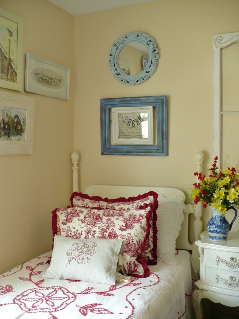a cultivated nest red and blue guest bedroom