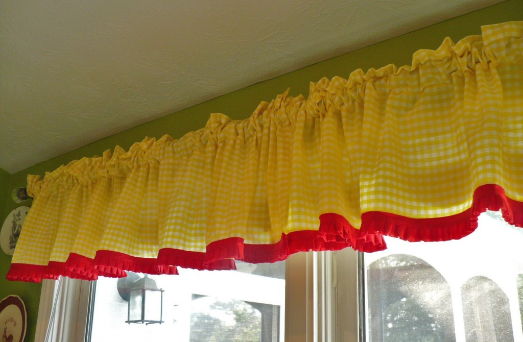 think the yellow gingham curtains look good with my tray featuring