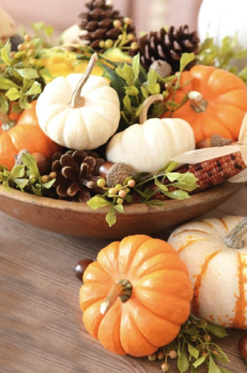 10 Minute Thanksgiving Centerpiece- Transform your space with these inspired ideas for your Thanksgiving table. They are elegant, gorgeous, and easy to replicate, too! | #Thanksgiving #ThanksgivingCenterpiece #ThanksgivingDecor #ThanksgivingTable #ACultivatedNest