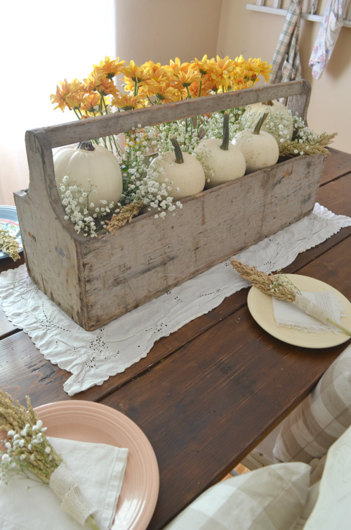 Vintage Thanksgiving Centerpiece- Transform your space with these inspired ideas for your Thanksgiving table. They are elegant, gorgeous, and easy to replicate, too! | #Thanksgiving #ThanksgivingCenterpiece #ThanksgivingDecor #ThanksgivingTable #ACultivatedNest