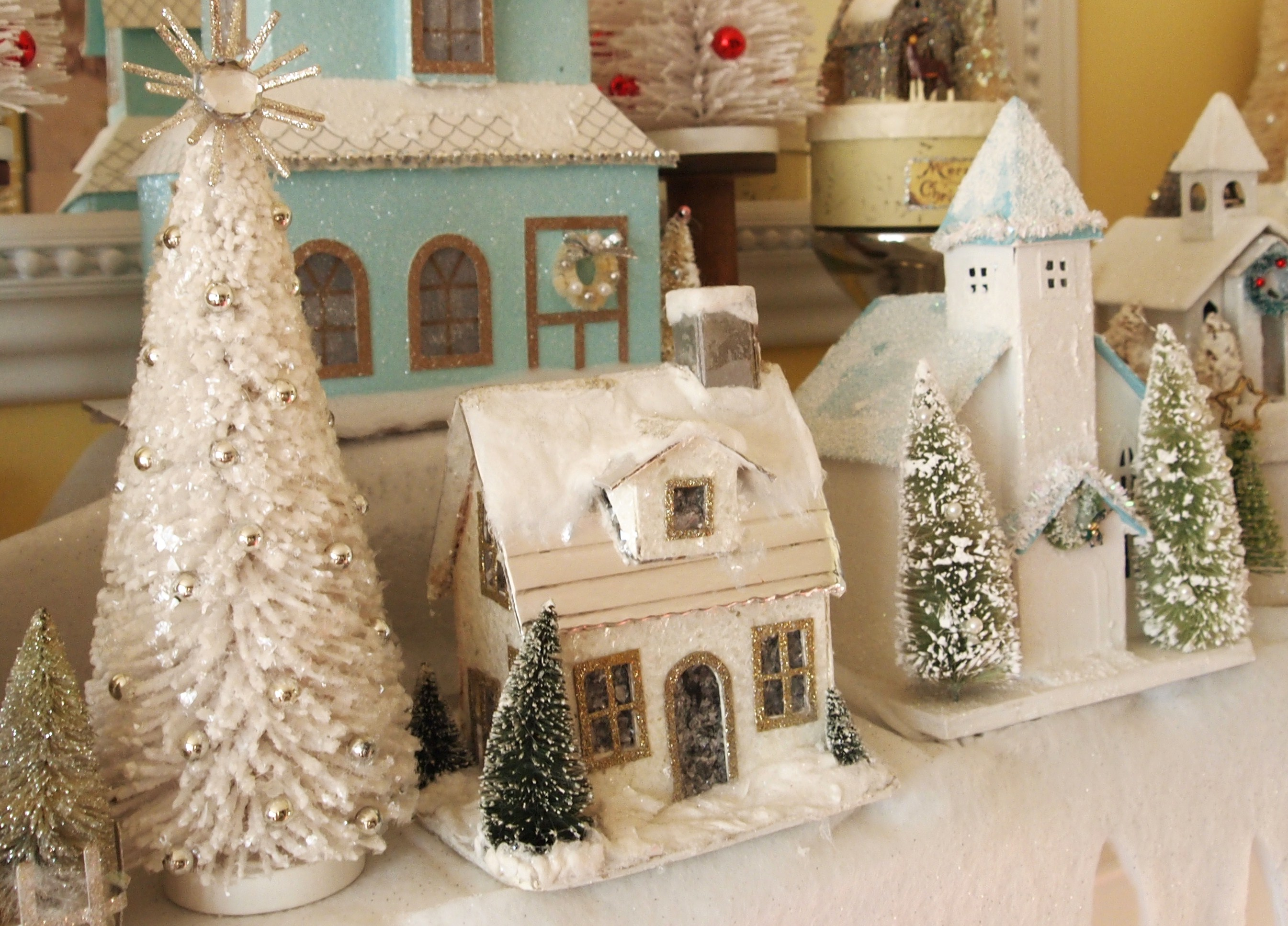 My christmas glitter house mantel a cultivated nest for Christmas decorations for inside house