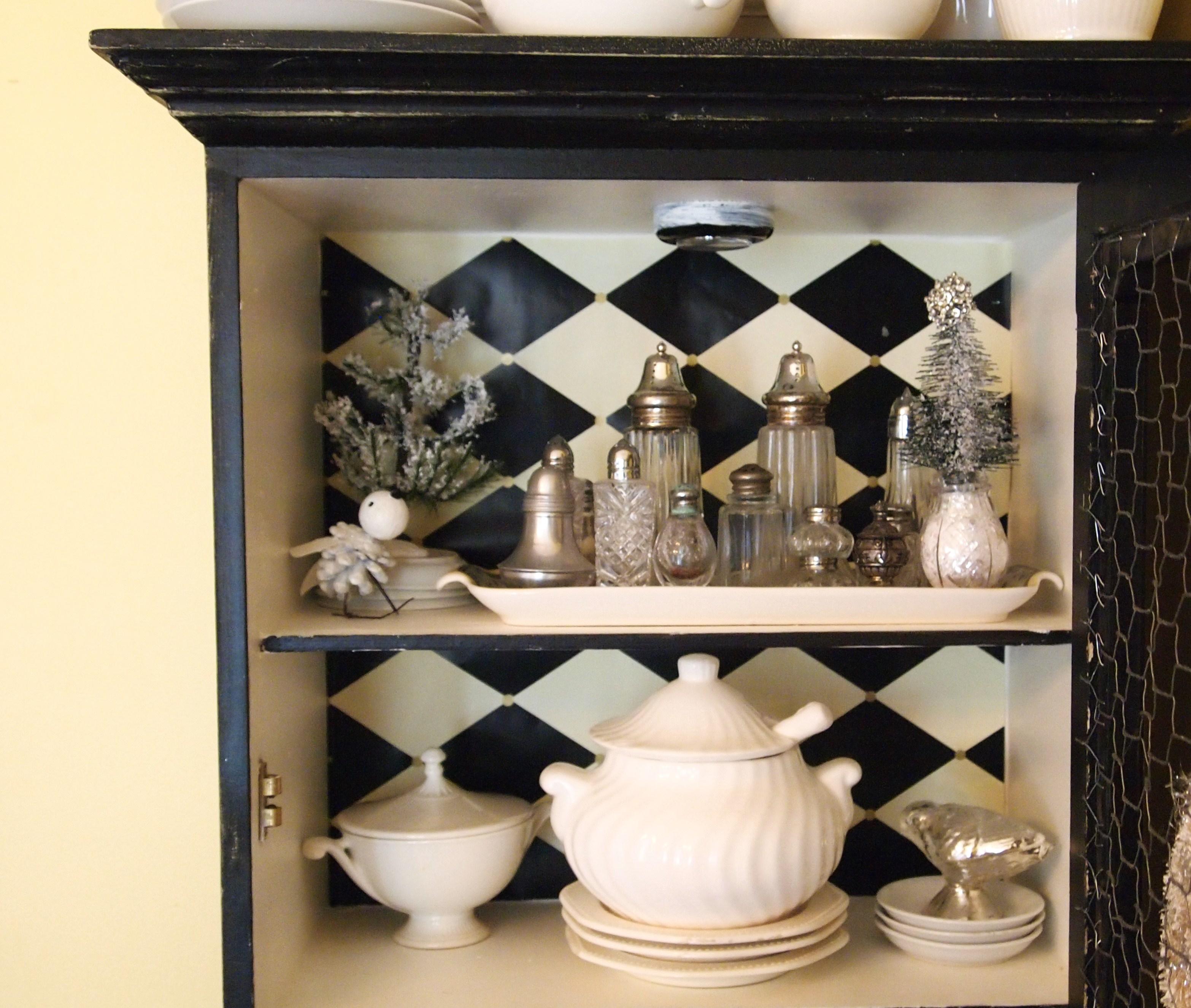 Salt and pepper shaker cabinets cabinets matttroy - Salt and pepper shaker display case ...