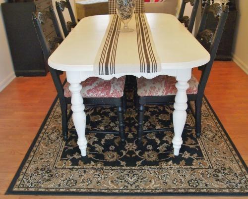 black & cream diningroom rug