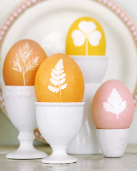 Easter egg decorating ideas - botanical Easter eggs
