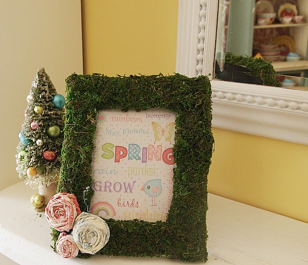 Super easy DIY moss covered picture frame and some free spring printables