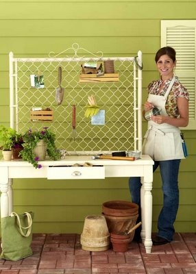 DIY Potting Bench Ideas: potting bench with chain link fence back