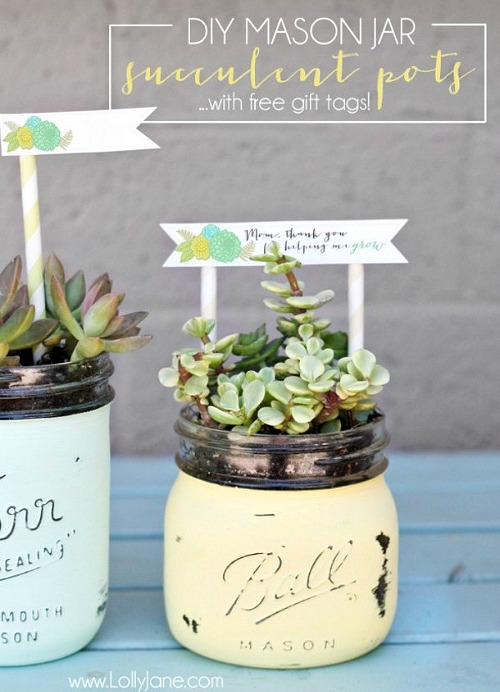 10 DIY Mother's Day Gift Ideas (most are super easy to do)! A handmade gift is always a big hit with mothers and grandmothers! DIY gift ideas, easy crafts, homemade gifts for moms, DIY projects
