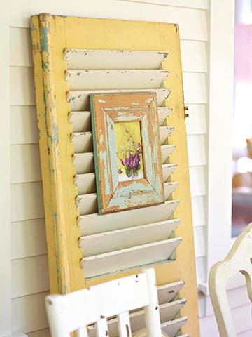 shutter-repurposed-as-art-easel