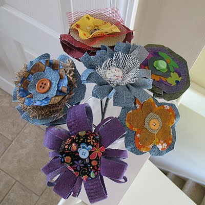 Great ideas for repurposing old jeans like making these cute denim fabric flowers!
