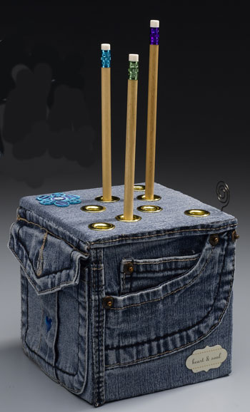 Great ideas for repurposing old jeans like this denim pencil cube