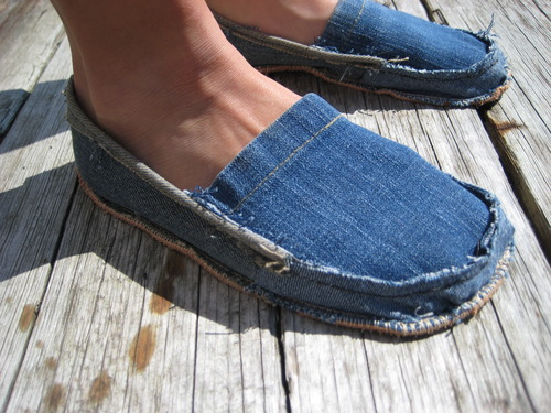 Great ideas for repurposing those old jeans like making these denim shoes!