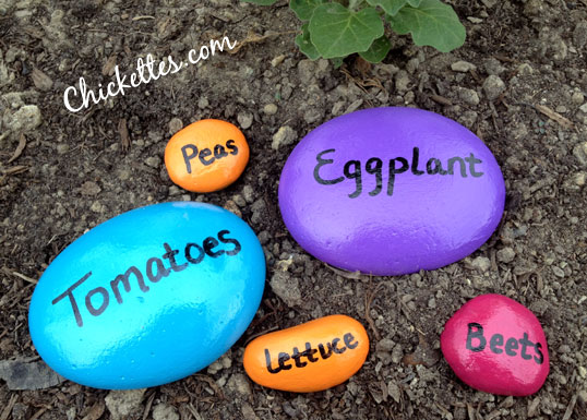 11 Creative Plant Marker Ideas- Painted stone garden markers | how to label plants in your garden, label your herbs #gardening #DIY #garden #craft