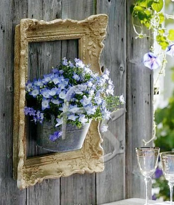 10 Creative Repurposed Picture Frame Projects: frame on a fence