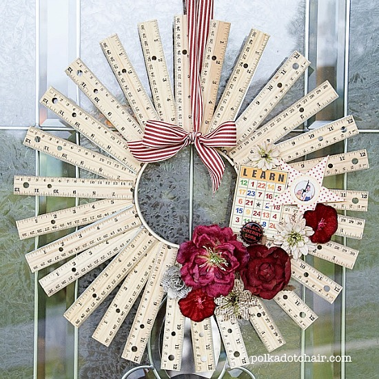 Who knew you could make so many cute things with rulers! Creative ideas for repurposing rulers like this ruler wreath!