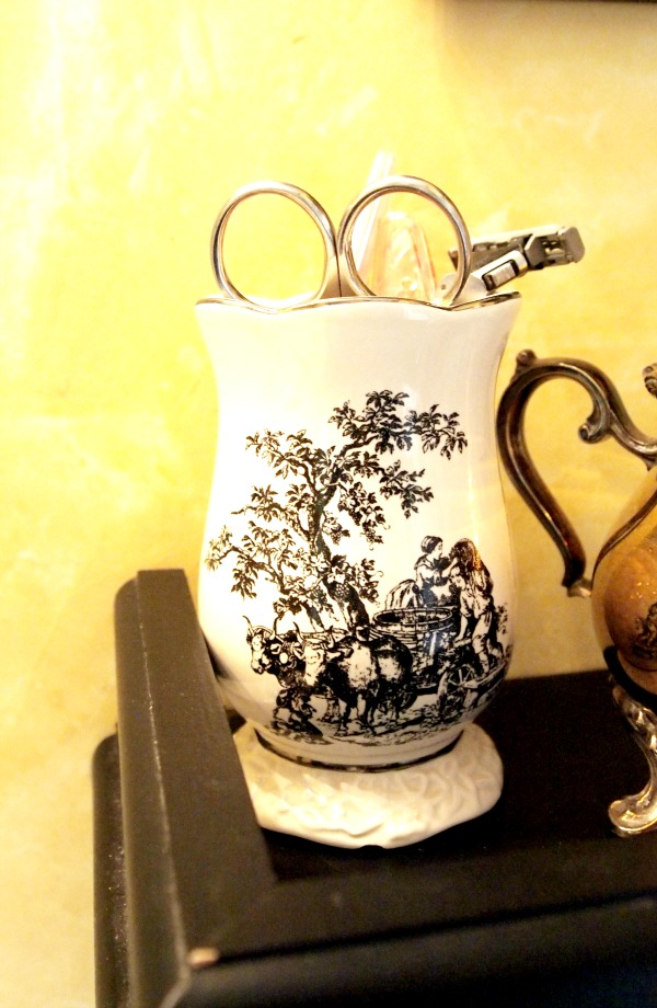 toile toothbrush holder
