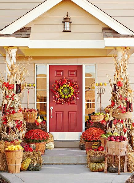 Outdoor Fall Decorating with Mums- If you want an easy way to decorate your home for fall, you should get some mums! Check out these creative ideas for decorating with mums! | floral decoration, floral decor, easy ways to decorate your home for fall #decor #fall #autumn #flowers #mums #chrysanthemums #decorating #ACultivated Nest