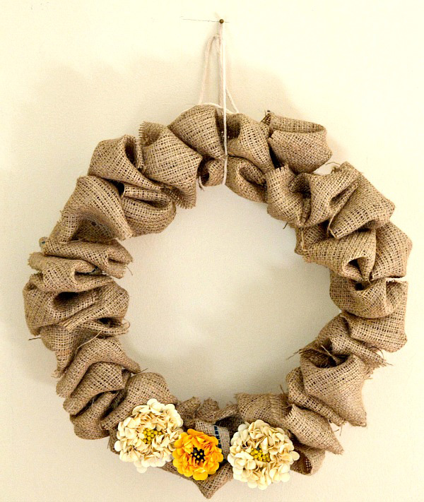 DIY Fall Decorating Ideas - make a burlap wreath