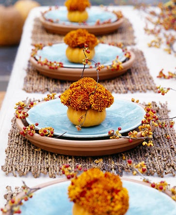 Fall Tablescape with Mums- If you want an easy way to decorate your home for fall, you should get some mums! Check out these creative ideas for decorating with mums! | floral decoration, floral decor, easy ways to decorate your home for fall #decor #fall #autumn #flowers #mums #chrysanthemums #decorating #ACultivated Nest