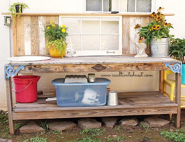 pallet and fencing slat potting bench