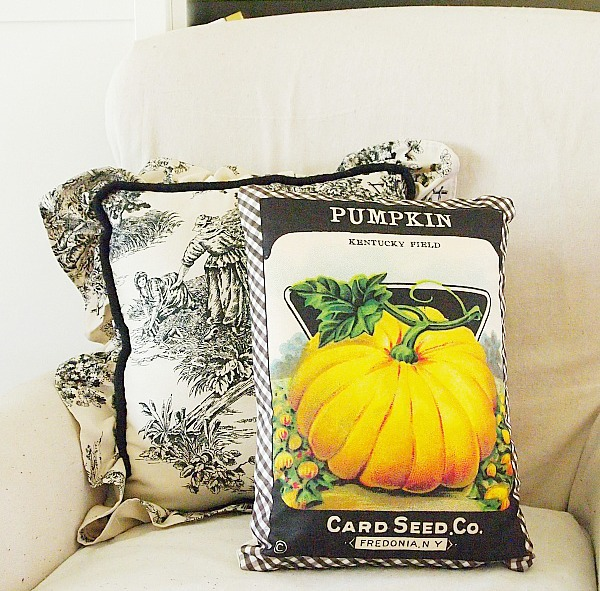 decorating with fall accent pillows