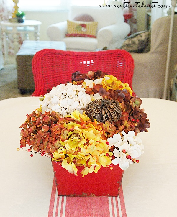 A Simple Fall Centerpiece - faux hydrangea centerpiece