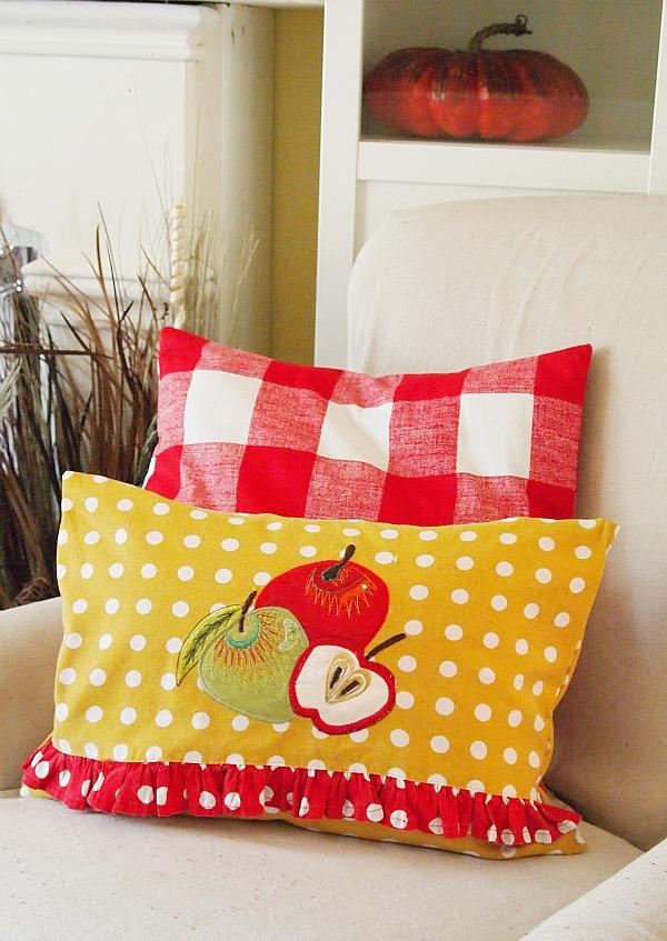 No Sew Home Decor Project: no sew tea towel pillow