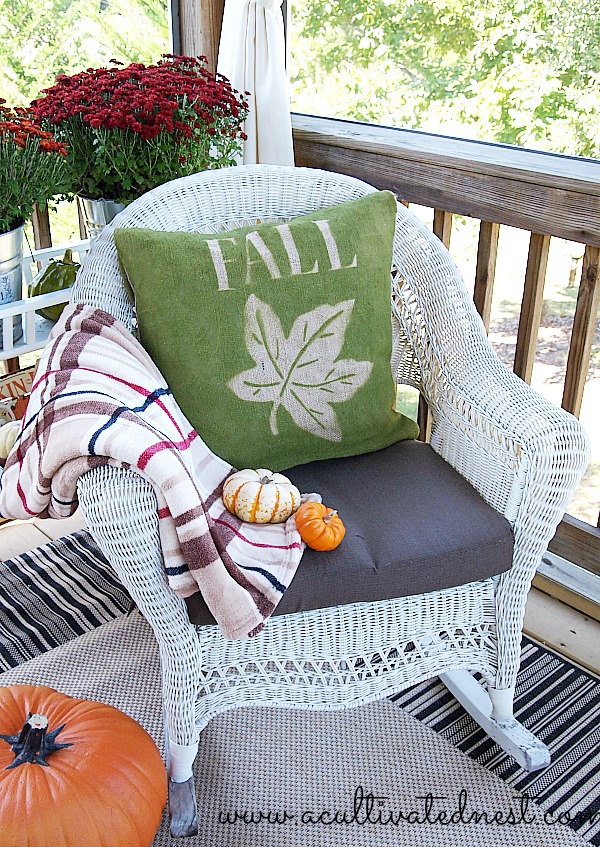 how to make an easy fall burlap pillow #burlap