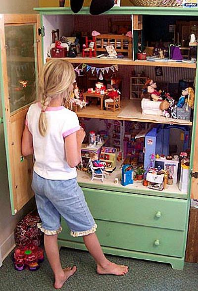 dresser-doll-house