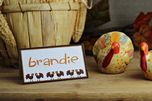 10 Homemade Thanksgiving Place Card DIY Ideas- Make your Thanksgiving dinner table look gorgeous with these DIY Thanksgiving place card ideas! | #placeCards #ThanksgivingCrafts #crafts #Thanksgiving #ACultivatedNest