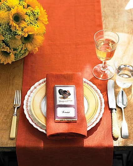 Budget Decorating Ideas for Thanksgiving -Decorating the table for Thanksgiving dinner is so much fun. It's the little details, like place cards, that can add an extra special touch! Really easy DIY Thanksgiving place card ideas.