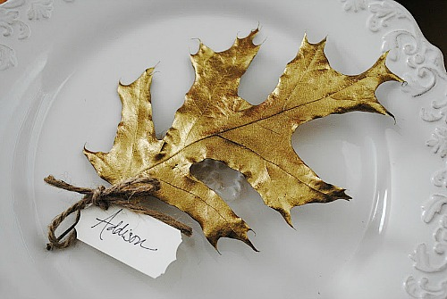 Budget Decorating Ideas for Thanksgiving -Decorating the table for Thanksgiving dinner is so much fun. It's the little details, like place cards, that can add an extra special touch! Really easy DIY Thanksgiving place card ideas. Gold Leave Thanksgiving Place Card