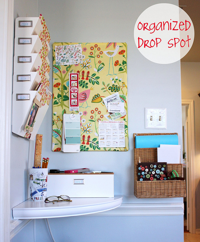 Awesome Ideas for DIY Family Command Centers - If you're not familiar with the idea of a Family Command Centers, it's basically just a one-stop family organization area. Here are a few examples that I find inspiring! | #ACultivatedNest