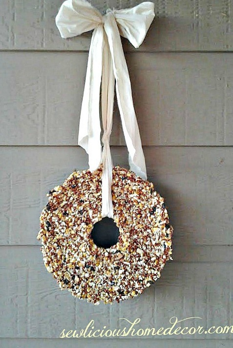 how to make a birdseed wreath {roundup of birdseed feeders}