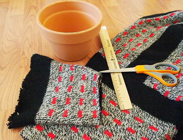 cut sweater for the size of your pot