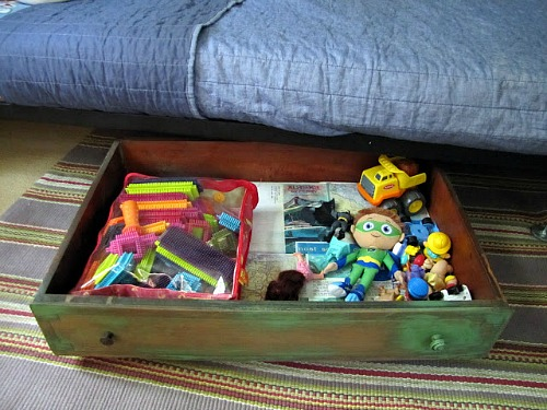 repurpose an old drawer and make it into under bed storage