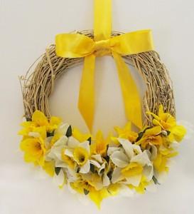 Easy Dollar Store Daffodil Wreath