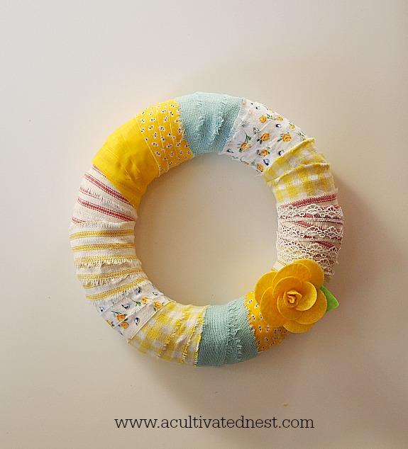 easy to make wreath using fabric scraps