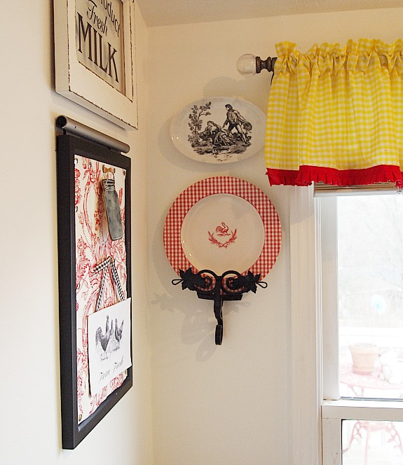 red rooster and gingham plate