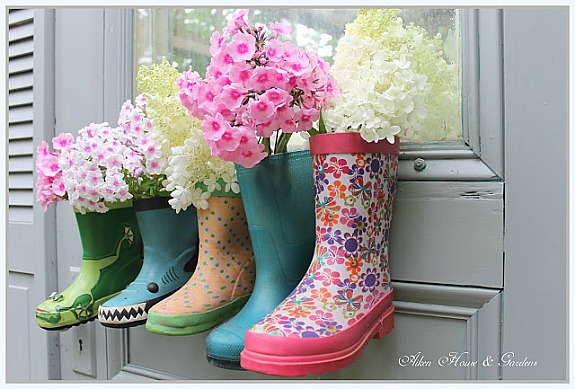 10 Adorable Rain Boot Spring Décor Ideas- These DIY rain boot planter ideas are a cute way to decorate for spring, and a great idea for repurposing old or out grown rubber boots! | #rainBoots #diyPlanter #flowerGardening #springDecorating #ACultivatedNest
