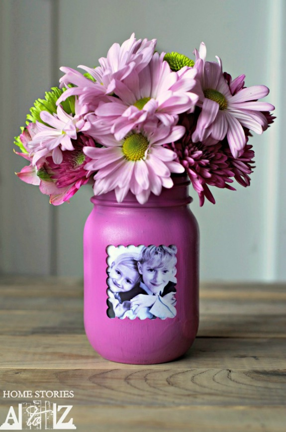Mason Jar Picture Frame Vase- Forget the lines this year, these 10 Pretty Mother's Day Gifts Using Jars will warm mom's heart. They're easy to make, and are gifts she's sure to love! | Mother's Day gift ideas, #mothersDay #diyGifts #homemadeGifts #masonJarGifts #ACultivatedNest
