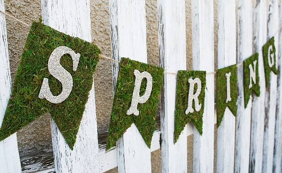DIY Spring Moss Banner by A Diamond In The Stuff