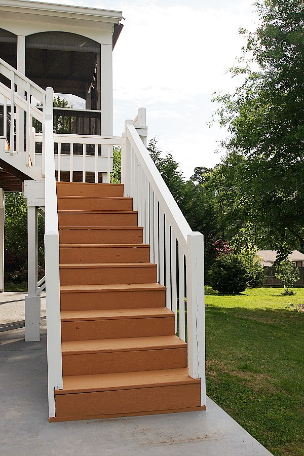 deck stained with Sherwin Williams Deckscapes in cedar