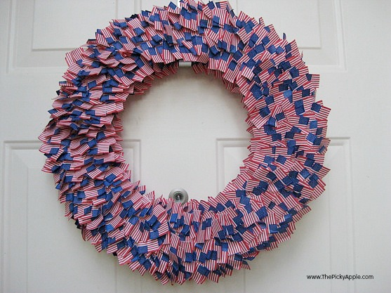 11 Patritotic Decorating Ideas: Mini flag wreath by The Picky Apple
