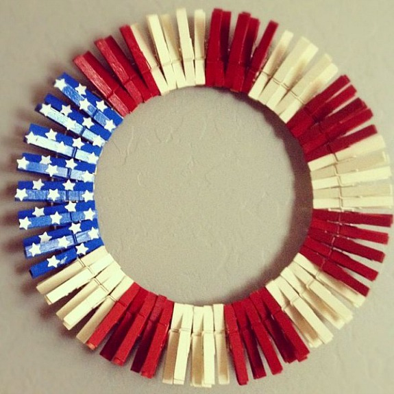 11 Cute DIY Patriotic Decorating Ideas: Patriotic clothespin wreath by Cat's Craft Room
