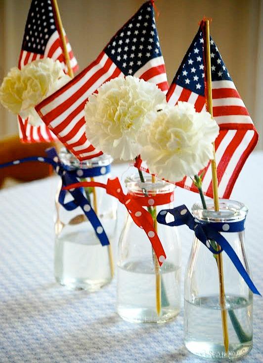 11 Cute Patriotic Decorating Ideas: patriotic flower centerpiece by Heritage Schoolhouse