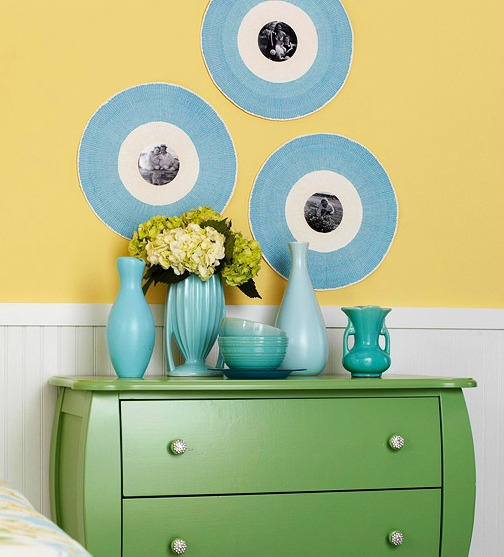 placemats used as photo frames via BHG