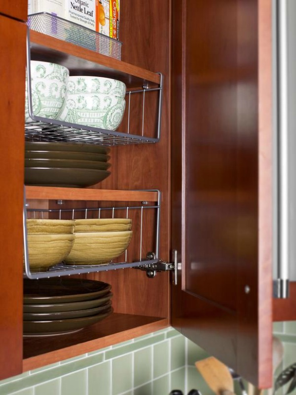 10 Ideas For Organizing A Small Kitchen- Under the shelf baskets. | how to organize a small space, organize an apartment, organize a tiny kitchen, #homeOrganization #organizing #kitchen #organization #organizingTips #organize
