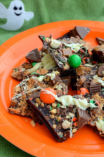 Fabulous ideas for things to make with leftover Halloween candy like this Halloween candy bark from Seeded At The Table