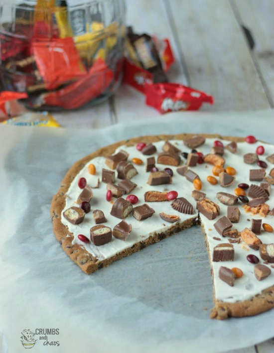Scrumptious ideas for using up that leftover Halloween candy like this candy dessert pizza from  Crumbs and Chaos