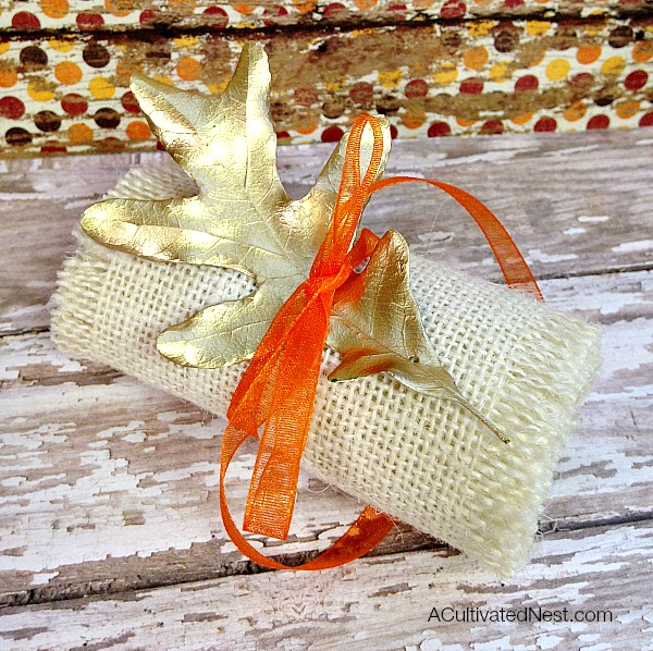 Really easy to make frugal fall napkin ring. Love the elegance of the gold against the rustic burlap!